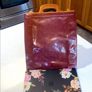 Louise Vuitton Pre-owned Vernis MM tote handbag.